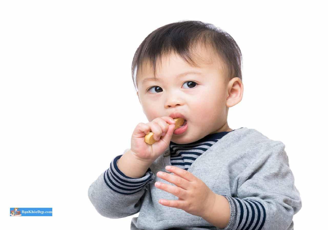 trẻ 14 tháng biếng ăn